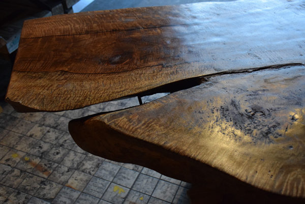 SW-064 suar boomstamtafel tafelblad scheur