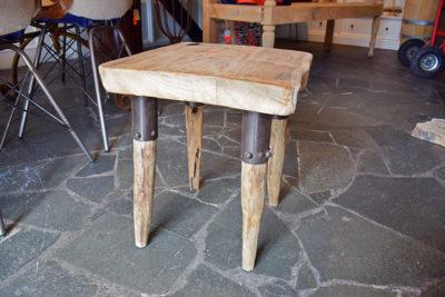 SW-149 vierkant houten krukje